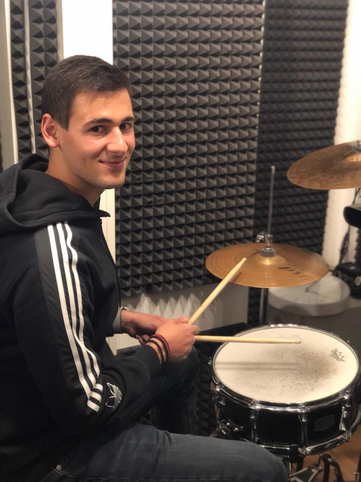 GENIMA_Chris_Drums